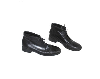 black leather lace up boots 90s vintage minimalist fold down cuffed booties size 8.5