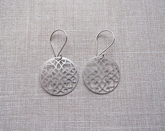 Matte Silver Circle Patterned Dangle Earrings