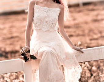 BOHO wedding dress in chantilly lace and silk