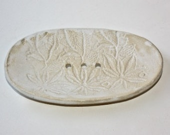 White Soap Dish in Stoneware with Lace Embossed Floral Decoration