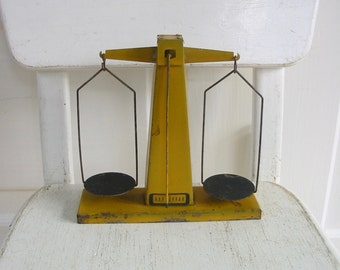 Vintage Scale, Kitchen Scale, Yellow Metal Industrial Scale, Antique Scale, Egg Scale
