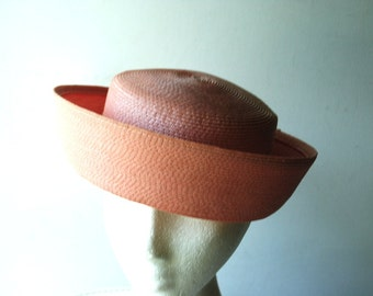 Mod vintage 60s pastel mauve straw hat with asymmetric,  stand brim up.Made by  Dayne . Size 21.