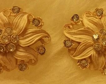 1950s white atomic plaster chalk ware screw back earrings