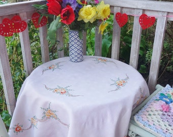 pretty hand embroidered summer daisies tablecloth40x42 inches