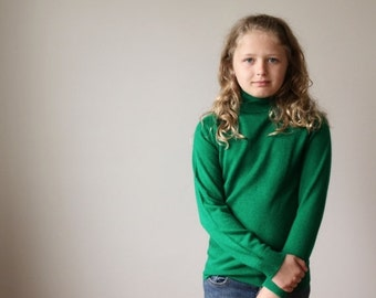 ON SALE 1970s Holly Green Sweater~Kids Size 10/12