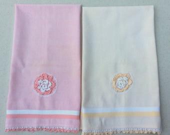 Vintage Towels Pair of Crocheted Roses