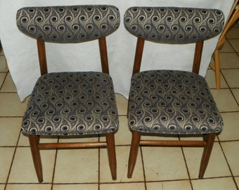 Pair Mid Century Walnut Sidechairs / Chairs (SC192)