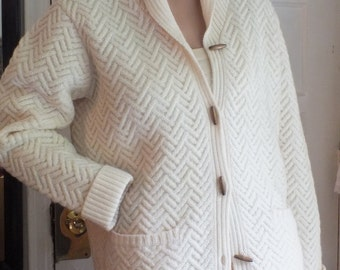 TALBOTS Cream color SWEATER in 100% WOOL  cardigan with natural wood buttons Size M