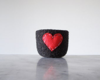 felted wool bowl  -  chalkboard black wool with red eco felt heart - ring holder, anniversary gift - ring bowl - romantic - Valentine's day