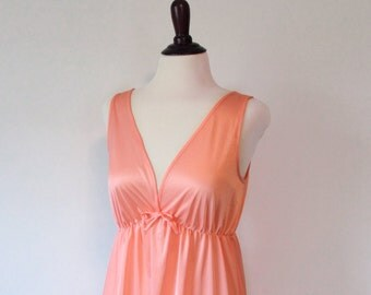vintage womens nightgown // Peach 1970's ruffled gown // 70's coral lingerie
