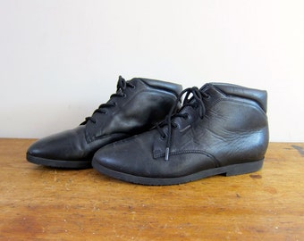 Vintage black leather ankle boots 80s PIPPI Lace up boots Pointy Toe Booties granny boots boho leather boots women's shoes size 7.5 7