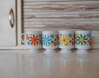 4 Retro Psychedelic Alternating Daisy Pedestal Mugs 1960s Rainbow Flowers
