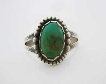 Size 8 1/2 Vintage Oval Turquoise Sterling Silver Ring