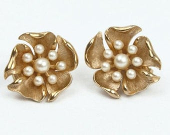 1960s Trifari Brushed and Polished Gold Tone Faux Pearl Dimensionl Flower Floral  Vintage Clip Earrings