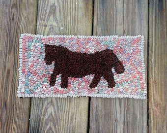 Beginner Very Primitive Horse  Rug Hooking Kit with cut wool strips