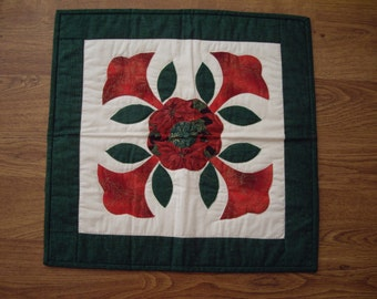 Christmas Mini Quilt, Table Topper, Candle Mat, hand quilted