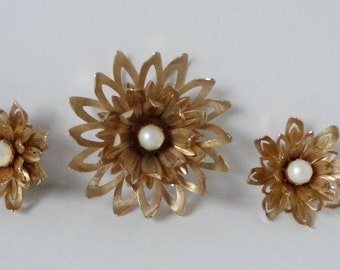 Vintage EMMONS Gold tone and Pearl Flower Brooch and Earrings Set. Emmons Demi-Parure