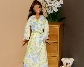 BNGRB-31) Barbie doll clothes, flannel bathrobe and flannel nightgown