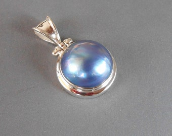 Balinese sterling silver Mabe Pearl Pendant / silver 925 / Bali handmade jewelry.