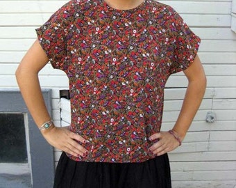 vintage 1980s floral flowers boxy short sleeve top blouse Small Medium