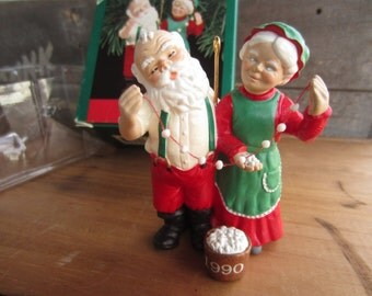1990 Hallmark Popcorn Party Mr. and Mrs. Claus Keepsake Ornament