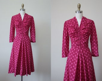 1940s Dress - Vintage 40s Dress - Novelty Print Pink Fuchsia Grape Vines Floral Swing Dress S - Old Vine Dress