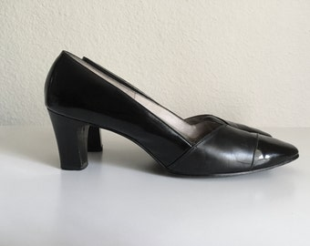Vintage Shoes Women's 60's Black, Patent Leather, Pumps, Heels by Risque (Size 7)