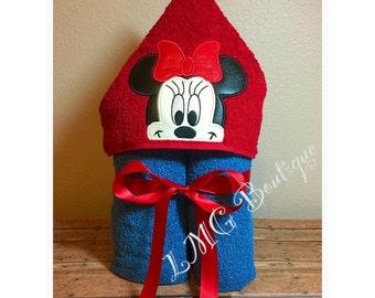 Minnie Mouse Hooded Bath Towel, Pool Towel, Hooded Towel, Mickey kids bath towel, Kids beach towel, Kids personalized towel gift, Bath mitt