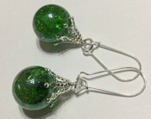 Vintage fried marble earrings - bright emerald green shattered glass dangles