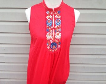 Red Oriental Embroidered Robe and Nightgown Set