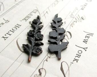 Sprig of flowers stamping, 40mm long, dark antiqued brass (2 leaf ornaments) black flower, bendable, woodland, aged patina, tall floral