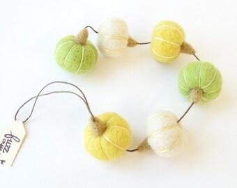 Felt miniature pumpkin garland, needle felted small pumpkin - white, lemon yellow, apple green, Thanksgiving, fall decor