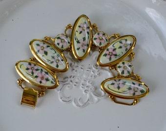 Vintage Floral Gold Tone Bracelet, Porcelain Floral Painted Cabachons, Chunky Vintage Bracelet