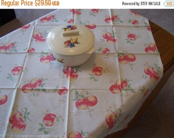 SALE Vintage Kitchen Tablecloth, 4 Napkins, Apples, Country Charm, Farmhouse Kitchen, Apple Blossoms