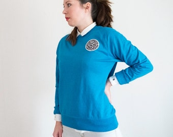 Unisex sweatshirt, blue organic cotton, retro fashion, embroidered globe patch classic look