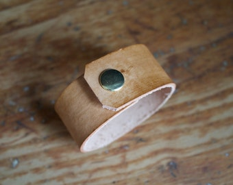 """The """"Adventurer"""" in light Timber Leather Cuff (small)"""