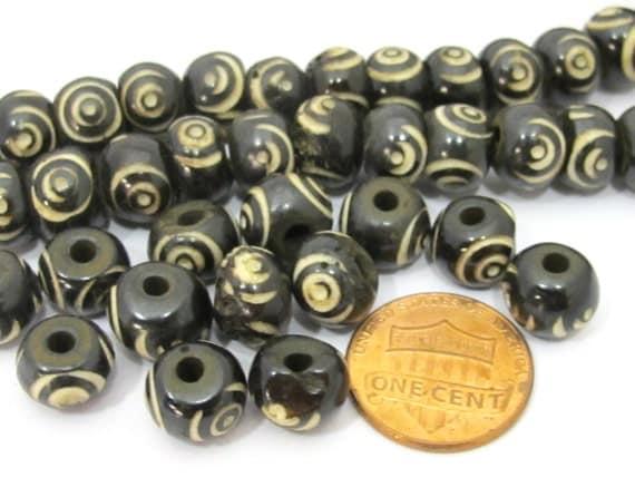 20 Beads - Tibetan carved circles eye bone beads 10 mm size from Nepal - ML036B