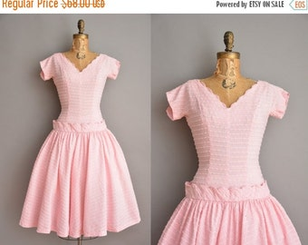 Anniversary SHOP SALE... 50s pink scallop cotton full skirt vintage dress / vintage 1950s dress