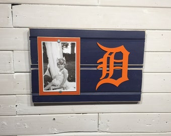 "Detroit Tigers old english D picture frame holds 4""x6"" photo, decor"