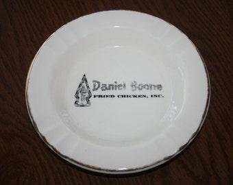 Vintage Ash Tray Daniel Boone Fried Chicken Inc Ceramic White Gold Black