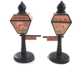 Maine Souvenir Streetlight Salt and Pepper Shakers, Vintage Wooden Lamp Post Shaped Shakers from Bar Harbor and Ellsworth (X1)