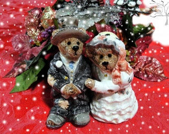 """Vintage """"Boyds Bears"""" Salt & Pepper Shakers c. 1990s  Called """"True Love"""" and Marked Edition 2E/905 by EyeCandyandMore on Etsy"""