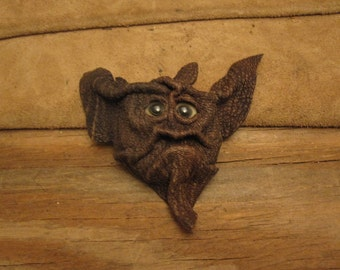 Grichel leather magnet -  bark textured brown with lemonade fish eyes