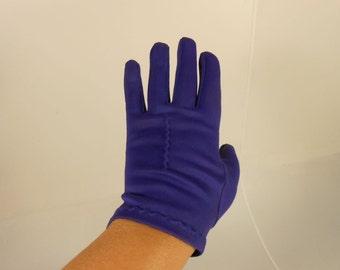 A Kiss on the Hand - Vintage 1950s Royal Purple Plum Nylon Short Wrist Gloves - 6.5/7