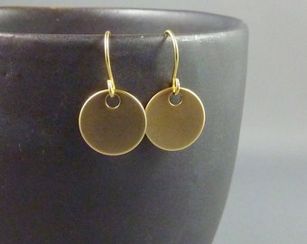 Gold Coin Earrings. Modern earrings. Minimal earrings. Everday earrings. Simple earrings.