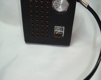 Early 1960s MAGNAVOX Transistor Pocket Radio.