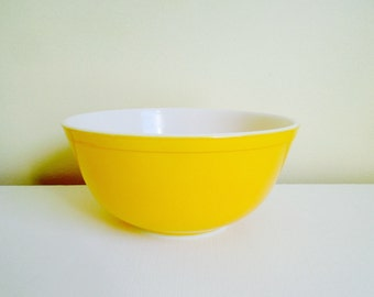 Vintage Yellow Pyrex Glass Mixing Bowl, 2 1/2 Quart Bowl, Number 403