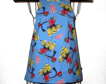 A Childs Apron Kids Ages 3 to 8 Reversible Adjustable