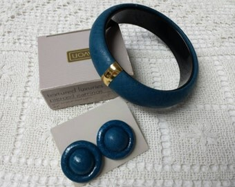 Avon Textured Luxuries Teal pierced earrings and Bangle Bracelet 1988