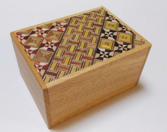 Japanese Puzzle box (Himitsu bako) 3.5inch(90mm) 12 steps Yosegi/Natural KUSU Aroma wood